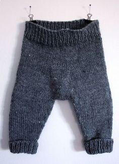 warm and cozy knitted baby pants. Perfect for spring. Free pattern.