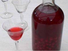 Likér z červeného rybízu - | Prostřeno.cz Alcoholic Drinks, Beverages, Liquor, Smoothie, Food And Drink, Pudding, Healthy, Glass, Desserts
