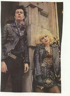Gary Oldman and Chloe Webb as Sid and Nancy. 70s Mens Clothes, Sid E Nancy, Arte Punk, Galliano Dior, 70s Punk, Riot Grrrl, Gary Oldman, Club Kids, Icons