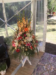 Un mariage au bord d'un lac - fleuriste-bordeaux Bordeaux, Floral Wreath, Wreaths, Plants, Home Decor, Floral Crown, Decoration Home, Door Wreaths, Room Decor