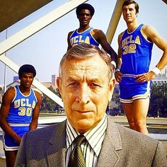 John Wooden poses with players Sidney Wicks, Curtis Rowe and Steve Petterson. Considered by many to be the greatest college basketball coach ever. Ucla Basketball, Basketball History, Basketball Legends, Basketball Players, Ucla Campus, The Sporting Life, College Hoops, Ucla Bruins, American Sports