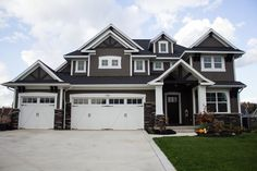Vinyl Siding Color Schemes For Homes - Painting : Best Home Design Ideas House Siding, House Paint Exterior, Dream House Exterior, Exterior House Colors, Exterior Design, Exterior Houses, Garage Exterior, Stone Exterior, House Exteriors