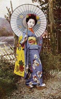 Maiko Fumiryu in a Gosho Ningyo Kimono 1920s