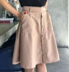 Which is a dress put on inside a calm approach along with a natural best. Black Skirt Outfits, Midi Skirt Outfit, Modest Outfits, Modest Fashion, Stylish Outfits, Dress Skirt, Fashion Dresses, Dark Green Skirt, Kurti Designs Party Wear
