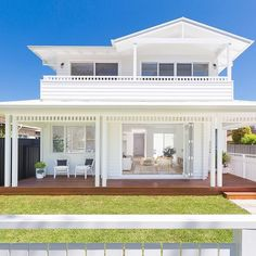 This bright, light-filled Queensland home has all the hallmarks of the Modern Hamptons look! Hamptons Style Homes, Hamptons House, The Hamptons, Hamptons Beach Houses, House Deck, Facade House, House Front, Weatherboard Exterior, White Beach Houses
