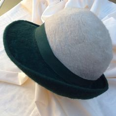 Vintage 70s ladies felt hat with petersham ribbon by coolclobber