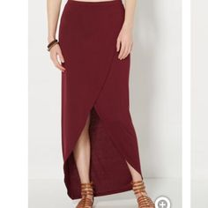 Burgundy Maxi Skirt Brand new! Never worn! Size medium! Skirts Maxi