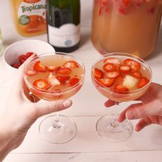 You Should Be Making Mimosa Sangria For Every Party This SpringDelish Sangria Recipes, Alcohol Drink Recipes, Cocktail Recipes, Cocktails, Summer Drinks, Fun Drinks, Alcoholic Drinks, Cheesy Recipes, Le Diner