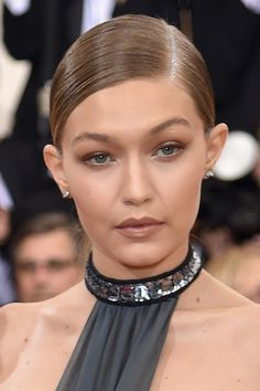 gigihadidaily:  Gigi Hadid attends the 'Manus x Machina: Fashion In An Age Of Technology' Costume Institute Gala at Metropolitan Museum of Art on May 2, 2016 in New York City