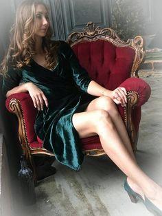 Платье из бархата глубокого зеленого цвета 4700 рублей 100% вискоза