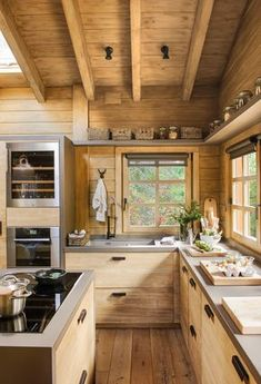 Una cabaña de ensueño en medio del bosque Rustic Kitchen Decor, Home Decor Kitchen, New Kitchen, Cabin Design, House Design, Cabin Kitchens, Log Cabin Homes, Cottage Interiors, Natural Home Decor