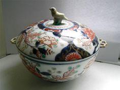 Japanese Imari porcelain covered bowl Edo period C 1700s