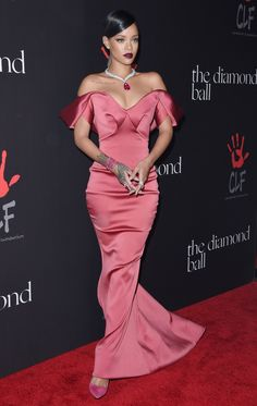 19 of Zac Posen's Most Memorable Red Carpet Looks : As the designer shutters his label, we look back on what made him a favorite of Rihanna, Natalie Portman, and more. Estilo Rihanna, Mode Rihanna, Rihanna Style, Rihanna Riri, Rihanna Dress, Rihanna Outfits, Fashion Outfits, Vegas Outfits, Woman Outfits