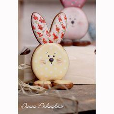 Даша Рокицкая | ВКонтакте Roll Cookies, Spice Cookies, Sugar Cookies, Easter Cookies, Sugar Art, Egg Hunt, Sugar And Spice, Easter Recipes, Happy Easter