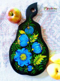 Деревянная разделочная доска из бука груша Голубые цветы Петриковская роспись
