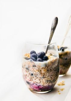 Superfood Overnight Oatmeal is a healthy meal prep breakfast idea. This vegan. Superfood Overnight Oatmeal is a healthy meal prep breakfast idea. This vegan. Healthy Desayunos, Healthy Meal Prep, Healthy Drinks, Healthy Snacks, Healthy Recipes, Healthy Breakfasts, Being Healthy, Superfood Recipes, Fast Healthy Meals