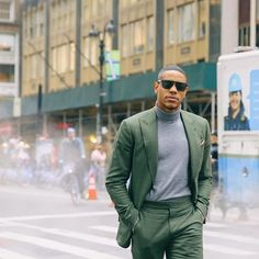 mens green suit, turtleneck and pocket square Green Suit, Green And Grey, Fashion 101, Mens Fashion, Pocket Square, Dapper, Menswear, Turtle Neck, Style Inspiration