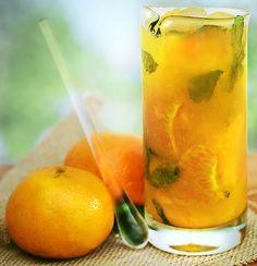 Receita light de mojito com tangerina, manga e hortelã para o verão