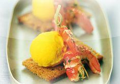 Queues+de+crevettes+au+gingembre+sur+toast+de+pain+d'épice,+sorbet+mangue