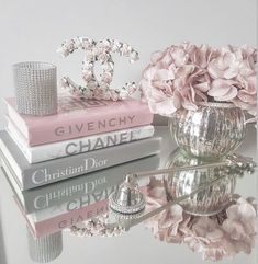 Pink Tumblr Aesthetic, Rose Gold Aesthetic, Baby Pink Aesthetic, Aesthetic Vintage, Chanel Decoration, Decoration Chic, Chanel Book Decor, Glamour Decor, Room Ideas Bedroom