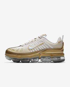 Nike Air Shoes, Nike Air Vapormax, Nike Air Max Running, Fresh Shoes, School Shoes, Kinds Of Shoes, Nike Men, Usa Apparel, Metallic Gold