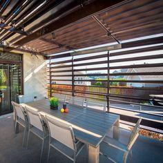 Un patio vaste et léger - Je Jardine Gazebo, Deck Design, Blinds, Outdoor Living, Backyard, Curtains, Home Decor, Courtyards, Terrace Design
