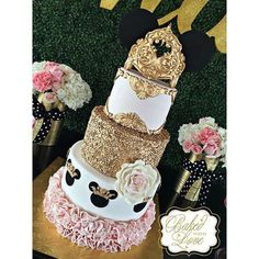 """Remember watching """"A Mickey Mouse Cartoon"""" and wishing your were Minnie Mouse for at least a day? You won't regret a Minnie Mouse quinceanera theme! Bolo Da Minnie Mouse, Mickey And Minnie Cake, Minnie Mouse Birthday Cakes, Theme Mickey, Minnie Mouse Theme, Bolo Fake Minie, Pastel Mickey, Royal Cakes, Baby Girl Cakes"""