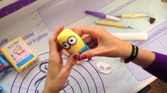 How to make Minions out of Fondant Cake Topper Torta Minion, Fondant Minions, Minion Cakes, Minion Pasta, Minion Movie, Biscuit, Minion Birthday, Cake Craft, Cake Tutorial