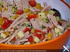 Spicy paprika – cheese – sausage – salad – Ilona Gruenberg Pikanter Paprika – Käse – Wurst – Salat Spicy paprika – cheese – sausage – salad (recipe with picture) Chef Salad Recipes, Spicy Recipes, Grilling Recipes, Snacks Recipes, Cheese Stuffed Peppers, Stuffed Pepper Soup, Hamburger Meat Recipes, Sausage Recipes, Chorizo