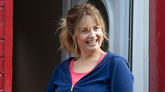 Stella's back for a second series! Ruth Jones, Sky Cinema, Gavin And Stacey, Comedy Tv, Sky Art, Curvy Outfits, Tv Series, Tv Shows, Actresses
