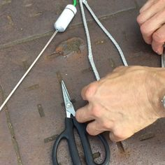 How to splice a low friction ring into singlebraid Dyneema rope using D-SPLICER splicing needles Sailing Knots, Sailing Gear, Paracord Knots, Rope Knots, Dyneema Rope, Splicing Rope, Sailing Videos, Survival Knots, Knots Guide