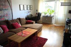 Livingroom with big confortable sofa, tv, dvd, writing desk and speakers for iphone or similar. Door to the balcony. Grande aunque a 15´de Sofo Disponible desde mediados de junio 7 noches 608€ 4 noches 345 €