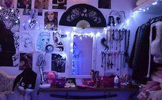 http://capricho.abril.com.br/vida-real/it-quarto-o-tumblr-room-da-debora-fuzeti/