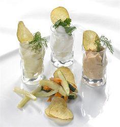 Bicchierini di spume di Taleggio con verdurine fritte e chips