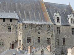 Laval (Mayenne) Château vieux - l'ancien donjon carré