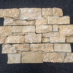 Steenstrips van graniet. Grillige vormen, erg sfeervol.Mooi voor de woonkamer, op kantoor, werkplek of in de horeca.