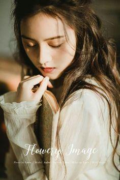 Girl Photo Poses, Girl Photos, Deep Photos, Anime Art Girl, Girl Face, Ulzzang Girl, Girl Photography, Asian Beauty, Cute Girls