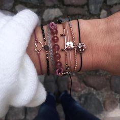 """1,313 Me gusta, 14 comentarios - NEW ONE jewelry (@new1shop) en Instagram: """"Lust auf Abwechslung? Unser neues Armband 🍓BERRY🍇 bringt Farbe in deine #combination 😋Klicke auf…"""""""