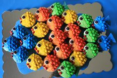 Rainbow Fish Cupcakes - One fish, two fish, red fish, blue fish! Pull Apart Cupcake Cake, Pull Apart Cake, Cupcake Cakes, Cupcake Ideas, Cupcake Decorations, Animal Cupcakes, Cute Cupcakes, Alligator Cupcakes, Fishing Cupcakes