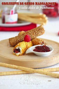 Crujientes de queso mascarpone y salsa dulce de frambuesas