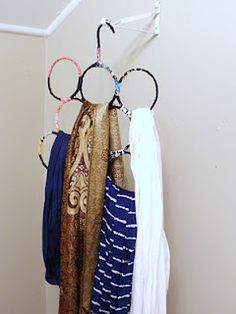 handmade by stacy vaughn: diy scarf organizer Maybe not so many rings. Diy Clothes Hanger Organizer, Diy Clothes Hangers, Scarf Organization, Diy Clothes Refashion, Wire Hanger Crafts, Wire Crafts, Wire Coat Hangers, Metal Hangers, Scarf Hanger