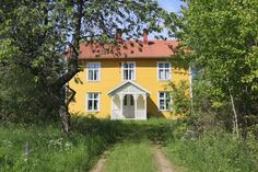 Beautiful yellow cottage in Sweden Swedish Farmhouse, Swedish House, Scandinavian Cottage, Yellow Cottage, House In Nature, Small Cottages, Charming House, Yellow Houses, Happy House
