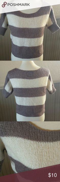 *American Eagle Outfitters* Sweater *American Eagle Outfitters* 💜 Cropped Sweater in Taupe and Off-white. American Eagle Outfitters Sweaters