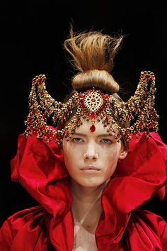 Alyona Osmanova for Alexander McQueen l Fall/Winter 2008-9