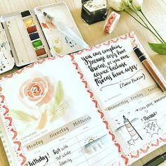 Tadaaaa, die erste Seite vom #kreativkalender von @farbcafe ! Der Este Tag war sogar mein Geburtstag! Betrifft zwar letzte Woche, aber macht ja nix. Und die Rose ist meine erste Rose in Aquarell, nach dem Toturial von Julia auf FB ! Mit Tinte schreib ich nicht mehr im Kalender, lieber wieder Fineliner oder Brushpens, denn die Skizze da ist hinüber! Muss ich neu machen und was drüber kleben! . #bulletjournal #Germanbujojunkies #watercolour #rose #planner #plannernerd #kalender #ink #organize…