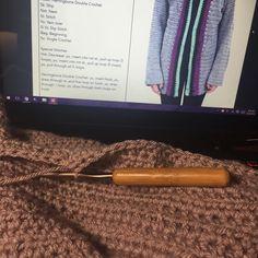 Working on the Ingrid Cardigan from @abigailhaze and watching #thewalkingdead  #crochetersofinstagram #ilovethisyarn #crochetcardigan #crochetlove by crochetsbylisa