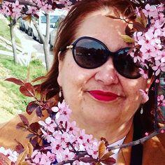 【re1606】さんのInstagramをピンしています。 《Parece efeito do Snapchat, né? Mas não é! São 🍒 blossoms! 🌸🌸🌸🌸🌸🌸#vacation #bariloche #cherryblossoms》