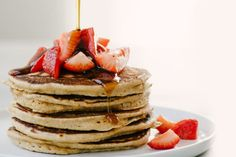 Sick Of Eggs? Try These Low-Carb Keto Pancakes For Breakfast Breakfast And Brunch, Breakfast Pancakes, Ketogenic Breakfast, Breakfast Recipes, Breakfast Burger, Vegan Breakfast, Keto Cream Cheese Pancakes, Tasty Pancakes, Ricotta Pancakes