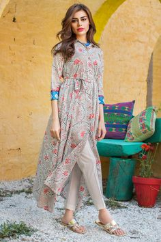 These 30 Pakistani Lawn suits will change all your perceptions about suits and Kurtis. Loaded with fresh designs and color, these Lawn suits New Pakistani Dresses, Pakistani Fashion Casual, Pakistani Dress Design, Muslim Fashion, Indian Fashion, Designer Kurtis, Designer Dresses, Casual Summer Dresses, Stylish Dresses