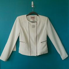 "NWT F21 Contemporary Ivory Jacket Great for layering in spring ;) Silver metal and ivory color coordinates with any outfit. Both zippered pockets in front are functional. Measurements: shoulder to shoulder-15""; pit to pit- 17""; length from highest point of shoulder to hem-21"" Flaws: Noticed what looks like lipstick stain in back (pic4) from people trying on in store and further inspection shows some dark ""dust"" on the left side by where the zippered pocket is and some in back. I think these…"
